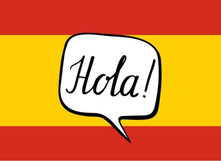 Do której rodziny językowej należy język hiszpański i co z tego wynika?